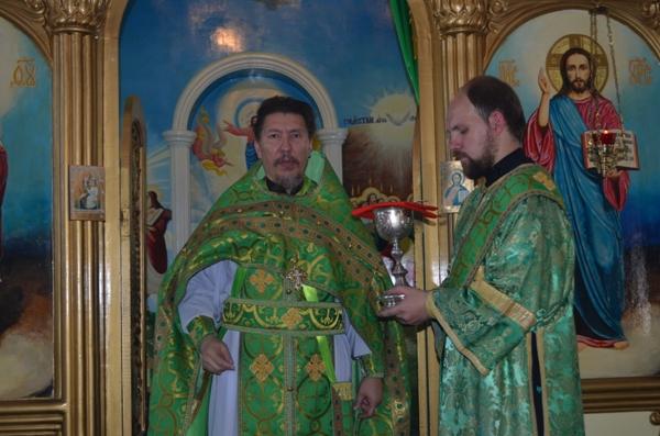Настоятель Свято-Екатерининского собора проводит службу в храме ИК-5